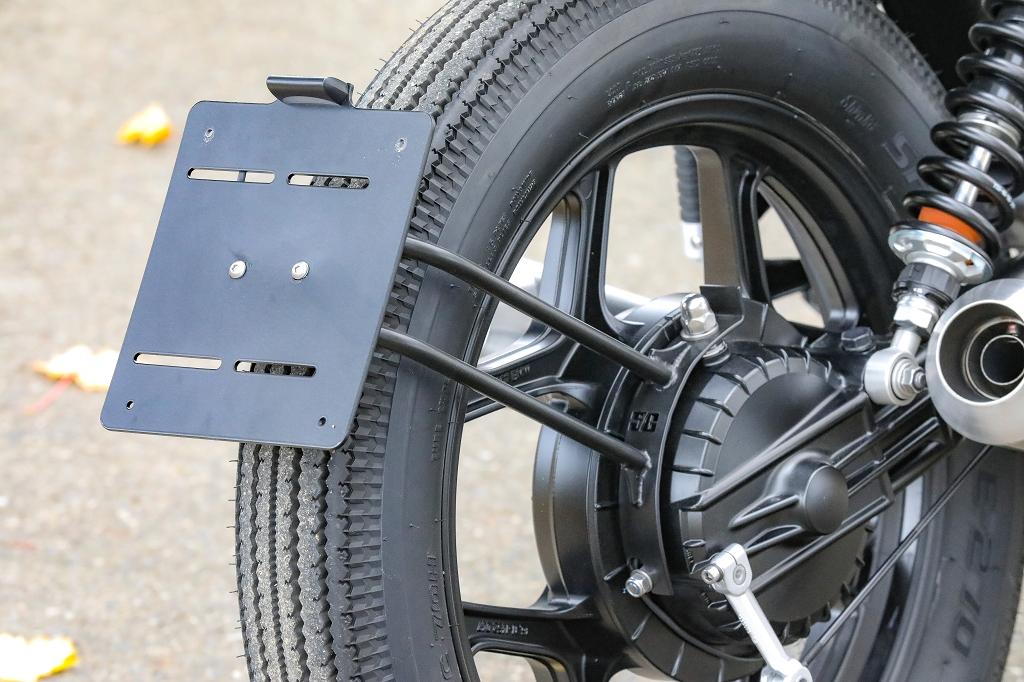 BMW Kennzeichenträger mittig über Rad